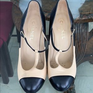 Two-tone Chanel 4-in pumps